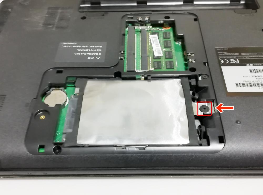 古いハードディスクを取り出す