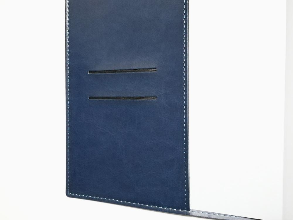 永岡書店の手帳「Biz GRID」表紙の2段ポケット