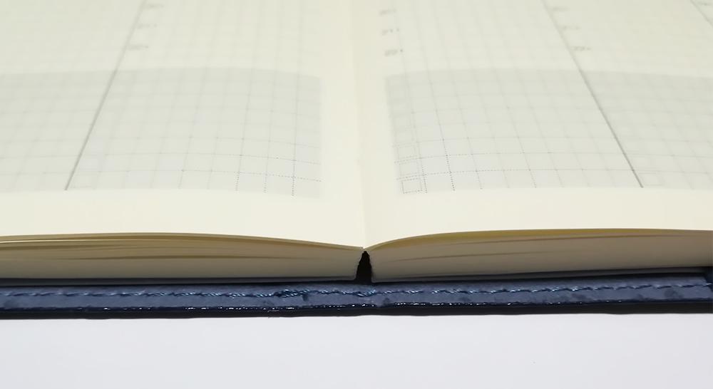 永岡書店の手帳「Biz GRID」180度パタンと開きます