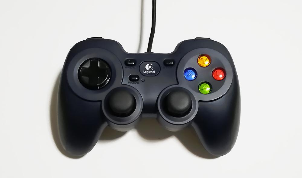 ゲームパッド「Logicool(ロジクール)F310r」の外観