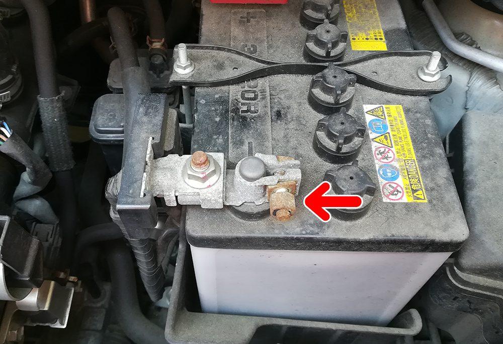 日産モコ バッテリー交換 ナットのサイズ
